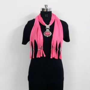 Pink scarf with Pendant